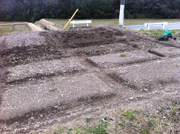 2014年3月。畝を立てた自然菜園の始まり。