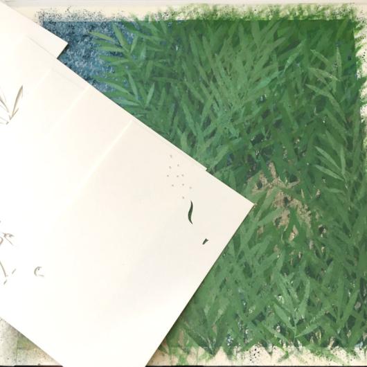 ヨシ原が描けたら、動物達の型紙を用意します。