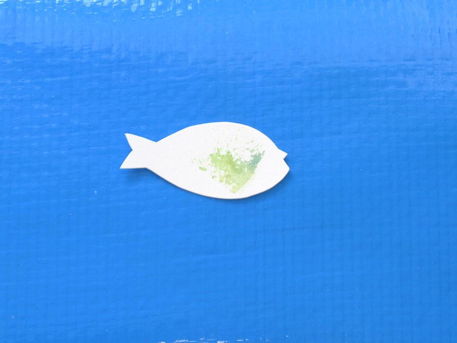 そしたら、色が乗っている部分を取る様に、魚の形に切ったりするのもいいかも。