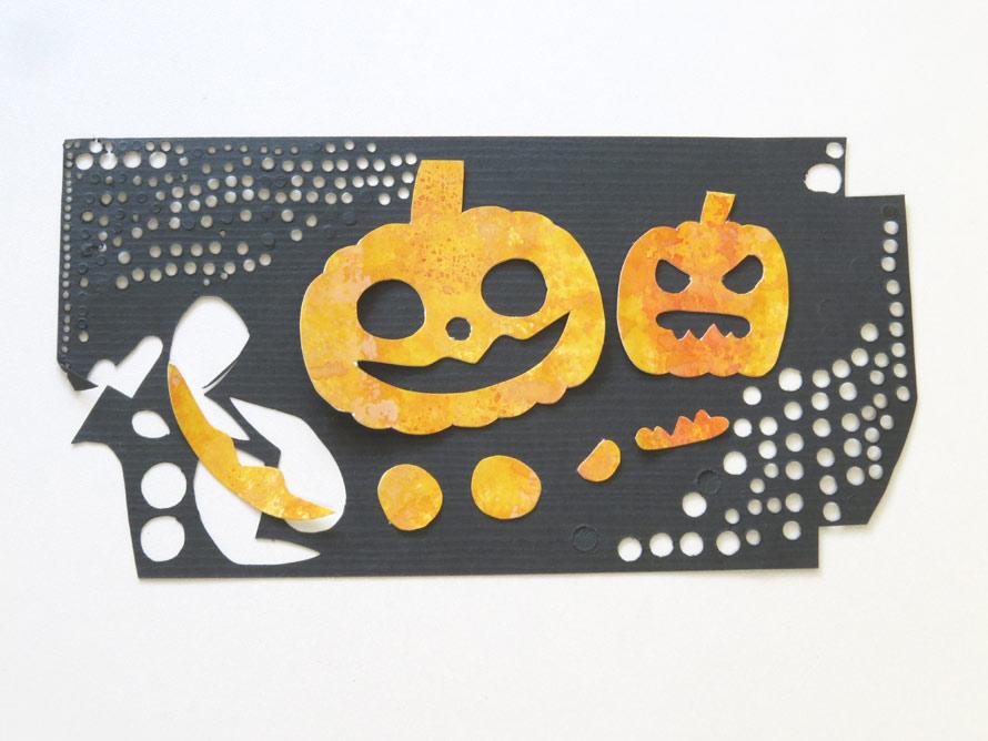 今回はハロウィン柄なので、黒い紙にのせると、とても良い出来に