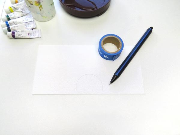 紙の中央にマスキングテープに沿って、線を描きます。