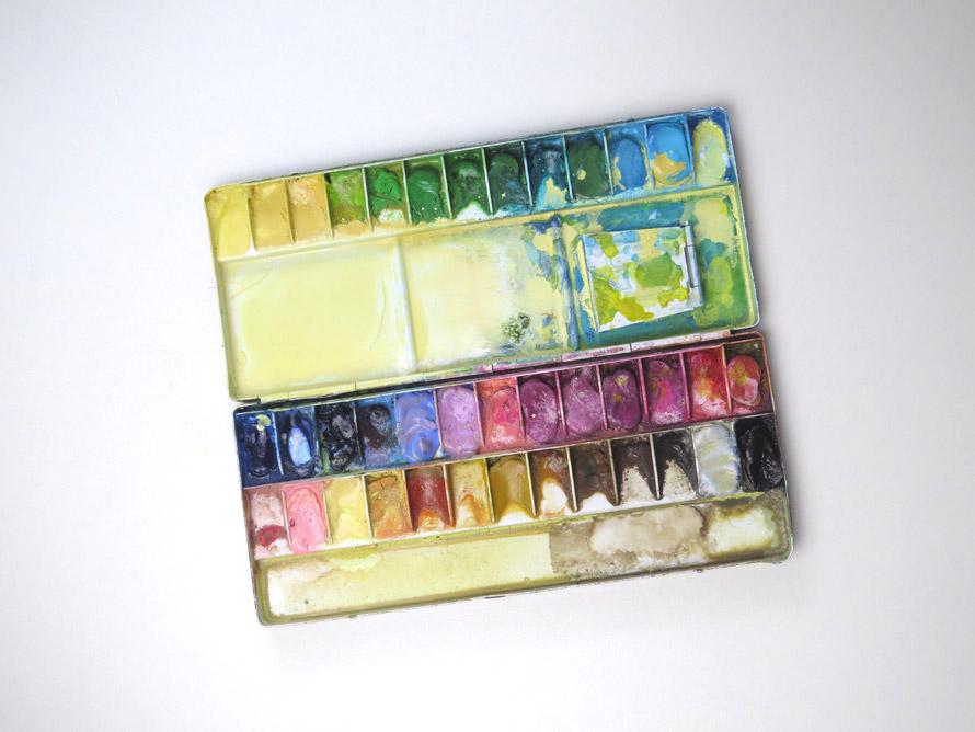 パレットに出した透明水彩